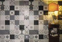 """Cementine / Linea di decori su fondo Le Crete Quadro 20×20. 25 facce di decori (Patchwork-25) miscelati tra loro, creano un effetto quasi di """"tappeto/carpet"""" un po' retro' (tipo decori cementizi degli anni 60-70) ma rivisti in ottica contemporanea e con una miscela grafica di colori e di impasti, che rende questo prodotto sempre differente e mai scontato."""
