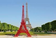 Anniversaire 125 ans Bistro / Pour fêter ses 125 ans, la chaise Bistro s'offre une tour à Paris ! En référence aux 324 mètres de la Tour Eiffel, Fermob a imaginé une reproduction du célèbre monument avec un assemblage de 324 chaises Bistro.