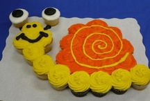 Cupcake Cakes / Cupcake Pull Apart Cakes  / by Donna Pettite