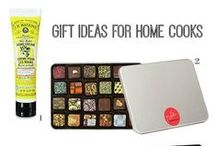 HOLIDAY GIFT GUIDES / Gift ideas for anyone who needs some inspiration before they go Christmas shopping.