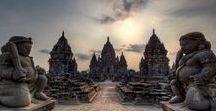 Java Authentique / Java possède en vérité les plus grands joyaux de l'archipel indonésien, que ce soient les temples de Borobudur (le plus grand monument bouddhique au monde !) et de Prambanan dans la région de Jogjakarta en son centre, ou les volcans Bromo et Ijen dans sa partie orientale et à une heure seulement de Bali en ferry.
