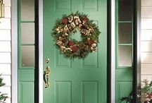 Door Décor / The holidays put your entry door front and center for some of the heaviest entryway traffic times of the year. JELD-WEN offers door and window decor inspiration for a variety of holidays and occasions.