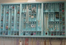 Jewelry box, or something like it / For years now I'm looking for original ways to hang all my jewelry nicely organised. Something that's easy to make, easy to use and doesn't need too much space to keep...