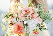 Wedding Flowers and Bouquets / The prettiest wedding flower ideas from bouquets to buttonholes, rustic to traditional, white roses to wildflowers. This board is full of wedding bouquet and flower ideas and inspiration.