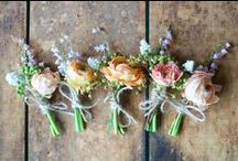 Boutonnieres / A little something for the guys.. great inspiration..