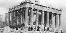 ΑΘΗΝΑ / «..υπέρ της Αθήνας συνηγορούσαν όλες εκείνες οι αναμνήσεις για τον αττικό πολιτισμό, για τις τέχνες, για τις επιστήμες, για την αθάνατη πολεμική της δόξα. […] Ποιος βασιλιάς θα μπορούσε να διαλέξει άλλη έδρα για την Κυβέρνησή του, τη στιγμή που έχει στα χέρια του την πνευματική έδρα του κόσμου;» Georg Ludwig von Maurer, μέλος της τριμελούς βαυαρικής αντιβασιλείας.