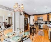 Dazzling Dining Room / Gorgeously decorated and structured dining areas.