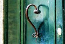 Knockers, doors, windows/ kopogtatók, ajtók, ablakok