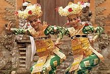 Indonesia Travel, Textiles and Traditional Dress / Inspiration, tips and articles fro Indonesia Travel, Textiles and Traditional Dress