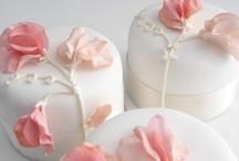 Debra Lee's Designer Cakes / by Debra Huber Van Fossen