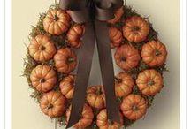 Wreaths / by Daisy Johnsen
