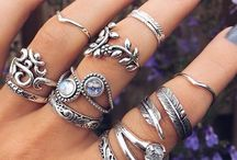 Bedazzle me with jewels! / Jewellery and storage of
