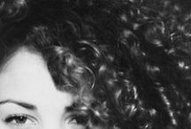 Curly Sue / Echelon features three curly patterns and textures: Nature Curly | Brazilian Curly | Coil Curly. For bouncy spring curls full of movement shop Echelon