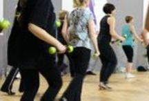 Fitness / Wszystkie zajęcia fitness prowadzone są przez doświadczonych instruktorów. Czas trwania to godzina zegarowa czyli 60 minut. Do Państwa dyspozycji udostępniamy klimatyzowane sale oraz szatnie wraz z prysznicami.  Więcej na http://www.squashkort.com.pl/fitness.html