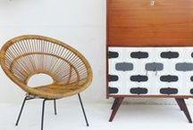 """fibresendeco.com / Vannerie artisanale fauteuil corbeille en osier peint en """"polar blue"""" et """"milk""""de la gamme de peintures naturelles Autentico"""