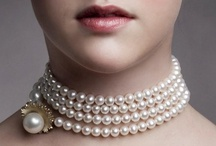 Mega Chic - Pearls / The Mega Chic pearlnecklace was designed for the pearl exhibition at Rosenborg Castle 2012. Diana Holstein wanted to redefine today's slightly dusty perception of the pearl necklace and turn it into a versatile piece of jewelry embracing modern needs. Mega Chic can be worn in several ways suited for any occasion: Everyday, cocktail and gala.  The golden parts of the pearl design are inspired by the beams in the star decorations found at the treasury of Rosenborg Castle