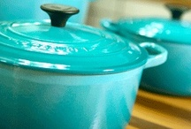 Le Creuset Teal / Teal, sometimes called Caribbean, is a fresh, vibrant and clean colour that will brighten up any kitchen and is ideal as a centre piece for serving.