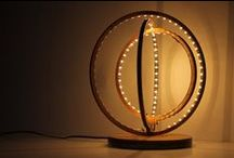 Idealuminosa / Idee e realizzazioni di lampade con legni antichi e illuminazione all'avanguardia