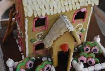 DIY: Piparkakkutalot / gingerbread houses / Tämän joulun piparkakkutalot; toinen on poikani (7v) ja hänen kumminsa tekemä, toinen minun. / The gingerbread houses of this Christmas; one is created by my son (7years) and his godmother, the other one is created by me.