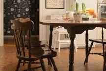 KOTI / HOME: Keittiö / Kitchen / Nykyisen kotimme keittiö. Bonanza -pöytä ja tuolit. Paljon pieniä yksityiskohtia. Uusi ja vanha sulassa sovussa. / The kichen of our current home. Bonanza -table and chairs. A lot of little details. New and rustic coexisting beautifully.