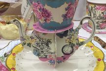 Ideas on how to decorate your table for a tea. / Beautiful table decorations for a tea.