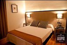 Suite / Servicio Habitaciones: Tv pantalla plana, teléfono, mini bar, caja fuerte, hilo musical, baño completo con secador, climatización, mesa de trabajo, wifi gratis en zonas comunes... http://www.hospederiaallepuz.es/reserva/