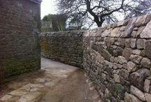 VIEILLES PIERRES | OLD STONE / Nous rénovons vos murs en vieilles pierres... nous vous fournissons en vieilles pierres si besoin. Contactez au 06 60 30 14 18 - Mail : sarlharoche.gwenael@orange.fr / Société HAROCHE GWENAEL, Crach (Bretagne). #vieillepierre #stone #old #wall #mur #rénovation #maçonnerie #pierre