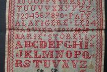 Abécédaires brodés anciens ... Vintage embroidered alphabet