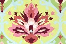 Amy Butler / J'adorrrrrrrrrrrrrrrrrreee !  http://www.amybutlerdesign.com/