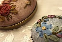 Médaillons broderie au ruban ... Ribbon embroidery on little surface
