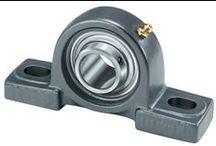 Paliers et Rotules / Un palier est une structure dans laquelle est monté un roulement pour le proteger et le supporter. Souvent en fonte ou en tôle, les paliers peuvent être à semelle, applique, cartouche, suspendu ou tendeur. Ils sont utilisés dans une grande variété d'applications telles que ventilateurs, machines à papier, etc.