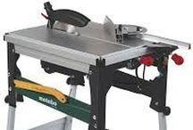 Scies / Les scies et lames sont l'ensemble des outils et machines-outils qui permettent la découpe de matériaux quelconques. Elles permettent de faciliter le travail des opérateurs et d'augmenter la productivité dans l'atelier. De plus les scies et lames sont des outils mobile ou fixe selon le besoin.