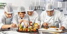 """Campanie """"Mai mult decât profesie. Pasiune"""" - Bucătarii, arhitecții gustului (din culise) / Campania """"Mai mult decât profesie. Pasiune!"""" este cu și despre pasiunea cu care am învățat să servim oaspeții în fiecare zi a activității noastre. Colegii noștri au fost actorii Calendarului pe anul 2017. Prin această campanie ne-am dorit să aducem angajații, dar și meseriile dintr-un hotel într-o altă lumină, prin asocieri neasteptate: https://goo.gl/t89xAg"""