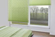 SCHLAFZIMMER / Hier zeigen wir Kundenbilder, die bei uns Sicht- und Sonnenschutz Produkte für's Fenster erworben haben - hier speziell für's Schlafzimmer Fenster.