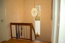TÜR FLUR TERRASSE / Auch an Türen ist Sichtschutz gefragt. Hier zeigen wir Kundenbilder von Plissees an verschiedenen Türen und Fenstern im Flur sowie im Bereich zu Balkon & Terrasse