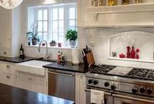 Farmhouse Sinks / Simple, deep, attractive. Farmhouse sinks are an instant classic.