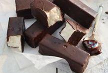 Chocolats gourmands... / Invitation à la gourmandise avec notre gamme de chocolats de fabrication artisanale : chocolat au lait ou chocolat noir, coffrets ou tablettes, dragées ou rochers, craquez pour ces gourmandises... ou offrez-les en cadeau à vos proches !