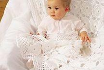 Bebe 1 /  Ajuares : vestidos , zapatitos , chalas ,gorros , baberos y mantas