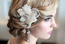 Brautstyling und Accessoires / Schmuck und Accessorires, Frisuren- und Make-Up Ideen für die Braut, alles was sie an ihrem Tag wunderschön macht. Egal ob Blumenkranz und natürliches Make-Up oder mondänder Kopfschmuck und Drama-Style!