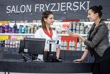Rossmann w Poznań City Center / Jedyny sklep Rossmanna w Europie, w którym znajduje się profesjonalny salon fryzjerski, a także sala zabaw dla dzieci. Został otwarty 24 października 2013 roku w centrum handlowym Poznań City Center.