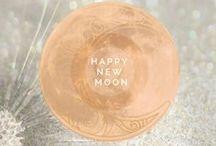 Over The Moon | Over de Maan / Ik hou van de maan en haar fases. Iedere nieuwe en volle maan schrijf ik er een stukje over in mijn blog. De maan is dan ook een belangrijk symbolen uit mijn sieraden collectie.