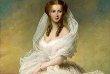 HISTORICAL WHITE & PRINTED DRESSES / HISTORICAL WHITE & PRINTED DRESSES