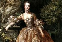HISTORICAL BROWN & BRONZE PRINTED DRESSES / HISTORICAL BROWN & BRONZE PRINTED DRESSES