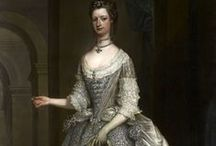 HISTORICAL SILVER & GREY PRINTED DRESSES / HISTORICAL SILVER & GREY PRINTED DRESSES
