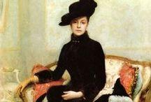 HISTORICAL BLACK & PRINTED DRESSES / HISTORICAL BLACK & PRINTED DRESSES