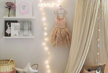 Beautiful Bedrooms for Girls / Here you will find ideas on how to create a dream bedroom for girls, for toddlers, tweens and teens.  Beautiful interiors and decor.