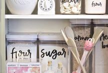 Organised Kitchen / Here you can find lots of ideas on how to organise you kitchen, which will hopefully make life easier for you. Pins to include ideas for organising and storage for everything from food to your pots and pans.