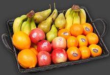 Basis frugt hos Frugtkurven / Basis Frugt er hos Frugtkurven håndfrugt i det stykantal, som I ønsker. Vi tilbyder 4 standard produkter og størrelser, henholdsvis 25, 35, 45 og 55 stykker frisk og varieret frugt. Alt er sammensat og pakket til en indbydende frugtkurv – lige til virksomheden.  Se set store udvalg herunder eller på: www.frugtkurven.dk