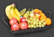 Mødefrugt - et frugtbart møde / Mødefrugt er den sunde mødeforplejning. Tilbyd jeres medarbejdere, mødedeltagere samt kunder mødefrugt til mødet, konferencen eller til jeres specielle event.   Mødefrugt starter ved bare 10 stykker frisk frugt og kan kombineres med alt fra Økologiske Nødder, Frisk-Juice eller måske skåret frugt i en Frugtshaker. Se de mange Mødekurve herunder eller på: www.frugtkurven.dk