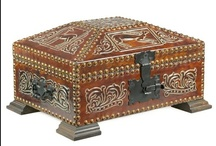 Boxes and casquets / Boxes and casquets with embossed leather